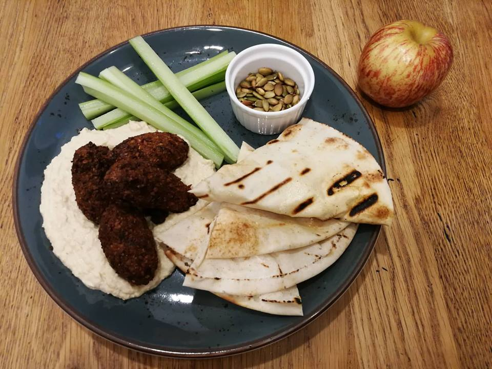 Cestovatelská kuchařka díl 13. - Falafel se zeleninovým salátem dle středomořské kuchyně