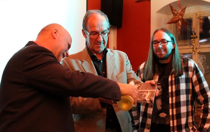 Pokřtěno! Centrum pro pomoc dětem a mládeži v Českém Krumlově vydalo knihu bilancující uplynulých 20 let