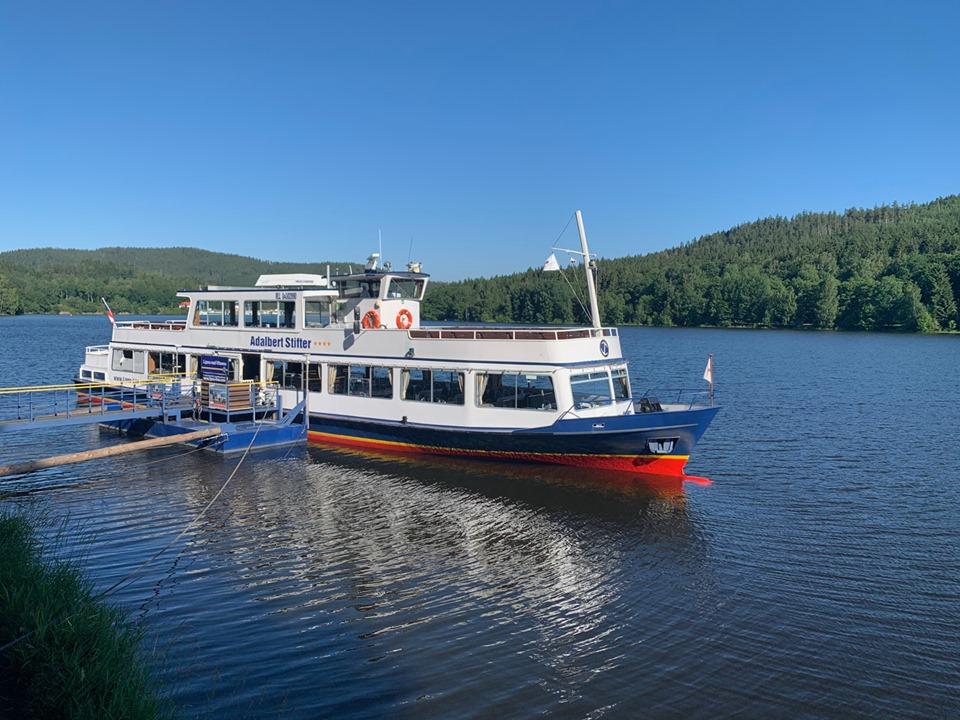 Lodní doprava na Lipně ROSENBERGER LIPNO-LINE Vás všechny zve na poslední letošní dvouhodinové okružní plavby z Lipna nad Vltavou.